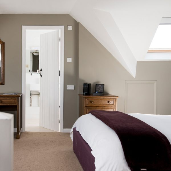 rooms-comfy-luxe-room-1