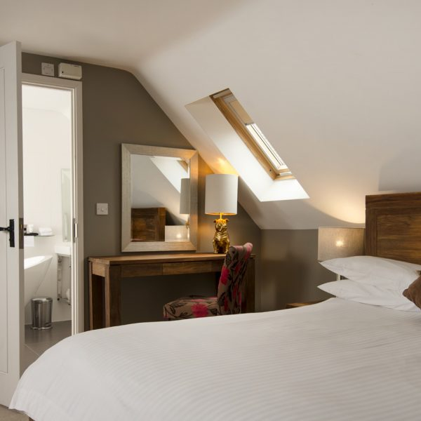 rooms-luxe-room-2