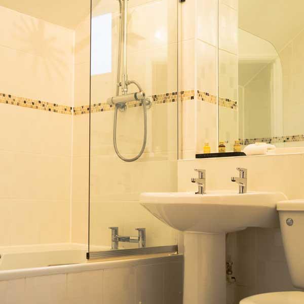 russet-bathroom